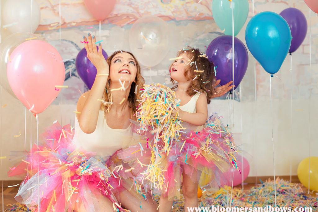 Beautiful Mother & Daughter Photo Ideas | Bloomers and Bows | www.bloomersandbows.com