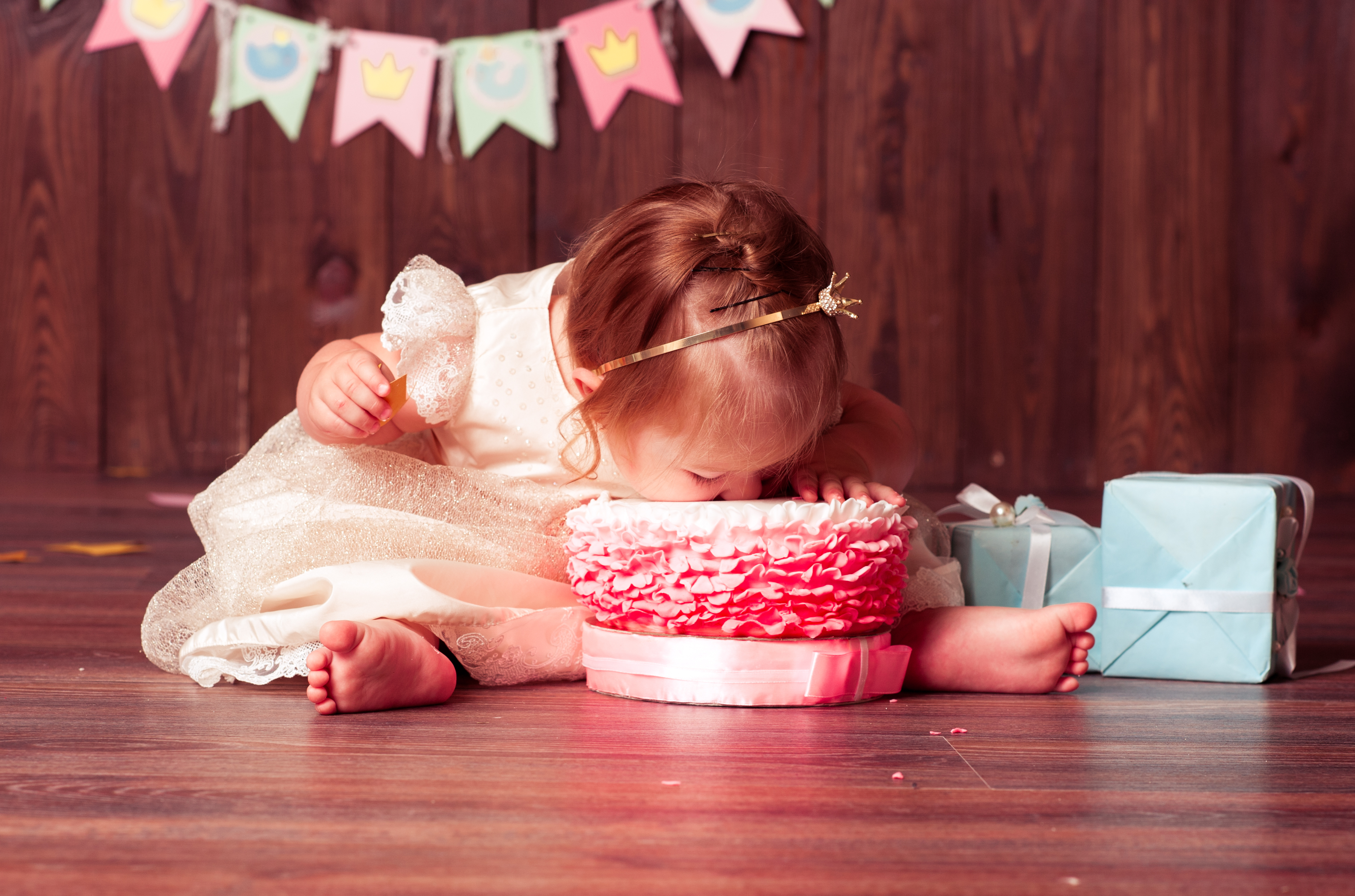 Baby Girl's First Birthday Photo Ideas